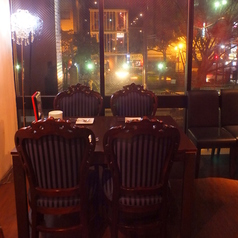 4名様テーブル席 西川の夜景も愉しめる♪