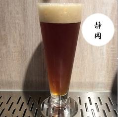 静岡県 ベアードブルーイング アングリーボーイ Alc7.0伝統的なイギリスのブラウンエールといえば、麦芽(モルト)の風味が強調された、やや甘みを感じるスタイルが一般的ですが、ベアードブルーイングさんが造るブラウンエールは、その枠からちょっと外れており、ホップを利かせた複雑で大胆な味わいが特徴。