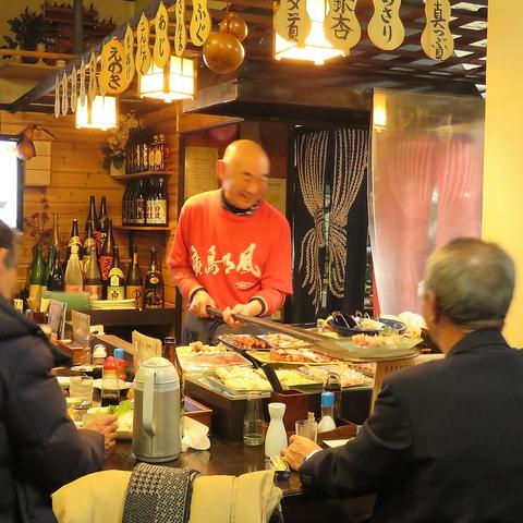 横川駅すぐ!どこか懐かしい…レトロな雰囲気漂う、炉端焼き大衆居酒屋。
