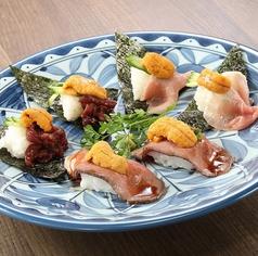 料理メニュー写真うに×肉寿司の盛合せ(ローストビーフ・さくら肉・生ハム)