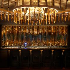 ≪バーカウンター≫高級感漂うバーカウンター。シックにお酒を愉しみたい夜に是非。お一人様、バーのみのご利用も歓迎です。