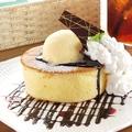料理メニュー写真ふんわーりホットケーキ アイス&チョコレートソース レギュラー