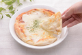 料理メニュー写真4種のチーズピザ