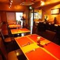 テーブル席は2名席から4名席までご用意しております。お席を合わせることもできますので大人数でのご利用もいただけます。