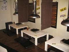 テーブル席4人掛け3席ご用意ございます♪ネット予約は3名様~可となっておりますが、お電話いただければ2名様でもご用意できる場合がございます。一度お問い合わせください!