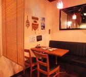ゆったりとくつろげる空間☆テーブル席は2名様~ご用意しております!