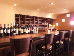 お一人様でもお気軽にワインをお楽しみいただけるようカウンター席をご用意しております。