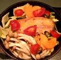 料理メニュー写真フランス産パンチェッタとたっぷり野菜の鉄鍋煮込み