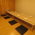 8名様のテーブルを全4席!レイアウト自由に変更可能なので各種宴会にオススメです!