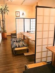 仕切りがありプライベート感もあります◎団体様の場合はその人数に応じて部屋をお作りいたします。