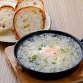 料理メニュー写真遠州しらすのアヒージョ 自家製パン付き