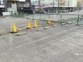 こちらが第2駐車場です。ツルハドラックさんの隣、のり廣様の向かいにある駐車場のイエローのコーンがある場所が駐車スペースになります。他の場所には駐車しないようにお願い致します。ご不明点あればお気軽にお問い合わせください。