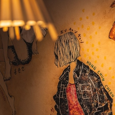 デザイナーが手掛けるウォールアート☆食事を楽しんで頂く為に素敵な空間づくりにこだわりました!!
