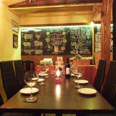 半個室風の2Fテーブル席はプライベート宴会に最適。テーブルをつなげて団体様もご利用可能!