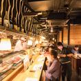 カウンター席は1名様からご利用頂けます。臨場感あふれるカウンターでお食事をお楽しみ下さい。厳選した新鮮な鮮魚をめいいっぱい利用したコースや名古屋飯が味わえるコースなどどれも人気です。【名古屋/栄/居酒屋/個室/接待/宴会/海鮮/飲み放題/大人数/記念日/歓送迎会/名古屋飯】