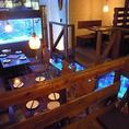 各テーブルは段差があって個室のように周りを気にせず楽しめる