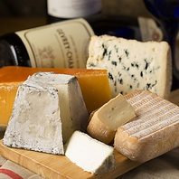 世界各地のチーズをオリジナルレシピでご用意