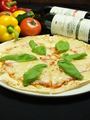 料理メニュー写真フレッシュトマトとモッツアレラチーズのピザ