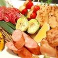 シンプルな味付けで素材本来の味を楽しむ炭焼き野菜に、彩り鮮やかな創作料理、美味しくてヘルシーな料理をお楽しみください。人数やご要望に応じて、盛り合わせもできます。ママ会や交代勤務の方向けに昼宴会もOK♪