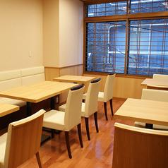 高級感溢れる2階テーブル席