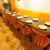 2名様用テーブルを3席ご用意致しております。テーブルを繋げて6名、8名等のお席もご用意可能です。