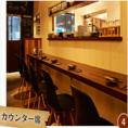 壁に沿うようにあるカウンター席。こちらもお一人様からお気軽に。厨房の中が見えるため、お食事の美味しい匂いが漂います。【本厚木 歓迎会 貸切 居酒屋 飲み放題】