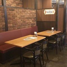 酒天童子のお席は2名用テーブルを組み合わせております。人数に合わせたお席をご用意しております。居酒屋タイムは2名様でも4名様分のお席でご案内させて頂きます。