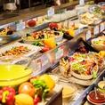 サラダコーナー…ワールドグルメならではの品揃え!野菜の素材の味を楽しめるサラダから前菜のマリネなどご用意しております♪