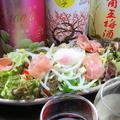 料理メニュー写真カリカリベーコンの温玉シーザーサラダ