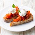 料理メニュー写真トマトのブルスケッタ ~自家製リコッタチーズのせ~