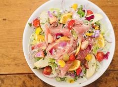 パルマ産生ハムと新鮮フルーツの美肌サラダ