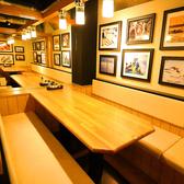 行徳に新しくできた店内のテーブル空間は、周りが見渡しやすいように、広々とした設計と店内の照明は、明るい暖色を使用しておりますので、温かい印象を与えてくれます。お料理にも映える内観は、食欲を掻き立て、飲み放題でドリンクも進むこと間違いなしの落ち着いた時間を過ごせます。