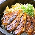 姫路名物の穴子も刺し、炙り、煮、焼きと様々な食べ方で。姫路を代表するご当地グルメ【伝助穴子】も職人が目の前で捌きます!! お好みに合わせて刺し、炙り、煮、焼きと様々な食べ方でご提供♪ 食べ比べてみるのも◎