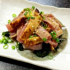 料理メニュー写真鶏もも肉のタタキ