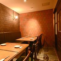 テーブル式の完全個室を完備