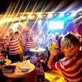 メイン席では仲間全員と生バンド演奏で盛り上がり一体感を味わえます!