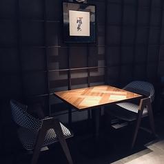 デートや記念日、ちょっとしたディナーにおすすめの2人席です。雰囲気抜群のおしゃれな店内でいつもとはひと際違うお食事をご堪能ください!