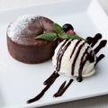 料理メニュー写真フォンダンショコラ&バニラアイスクリーム