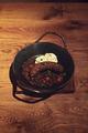料理メニュー写真ハーブソーセージとレンズ豆の煮込み