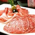 料理メニュー写真イタリア産生ハム・サラミの盛り合せS