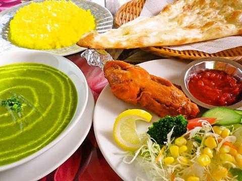 インド人スタッフがお出迎え。種類豊富な本格派インド料理が味わえるカリー屋。