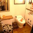 広いお手洗いにパウダールーム完備
