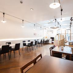 【2F】2名様掛けのテーブル席となります。友人/地元/学生/会社/女子会/ママ会/デート