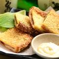 料理メニュー写真牛タンと蔵王クリームチーズサンドカツ いぶりがっこタルタル添え