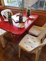 4名様テーブルを7卓ご用意しております!テーブルは自由に調整できますので、お気軽にお声かけください。