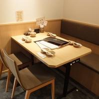 ゆったりできるテーブル席