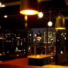 店内からは夜景も。デートでの利用も大人気です。