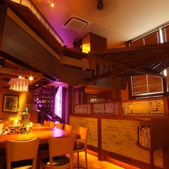 開放感溢れる大型ウインドに、天井の高い広々した空間