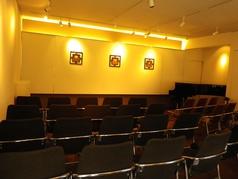最大50名収容のホール。定期的にコンサートを開催しております。また、常設でグランドピアノもあるので、ピアノの発表会にもご利用いただけます。コンサートを聴きたい方、開きたい方もお気軽にご連絡下さい!