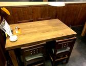 4名掛けのテーブル席もございます。
